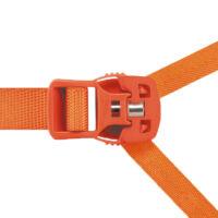 A Petzl Sirocco mászósisak mágneses csatja biztosítja, hogy egy kézzel is könnyen becsatolhasd a sisakod | Mászás.hu